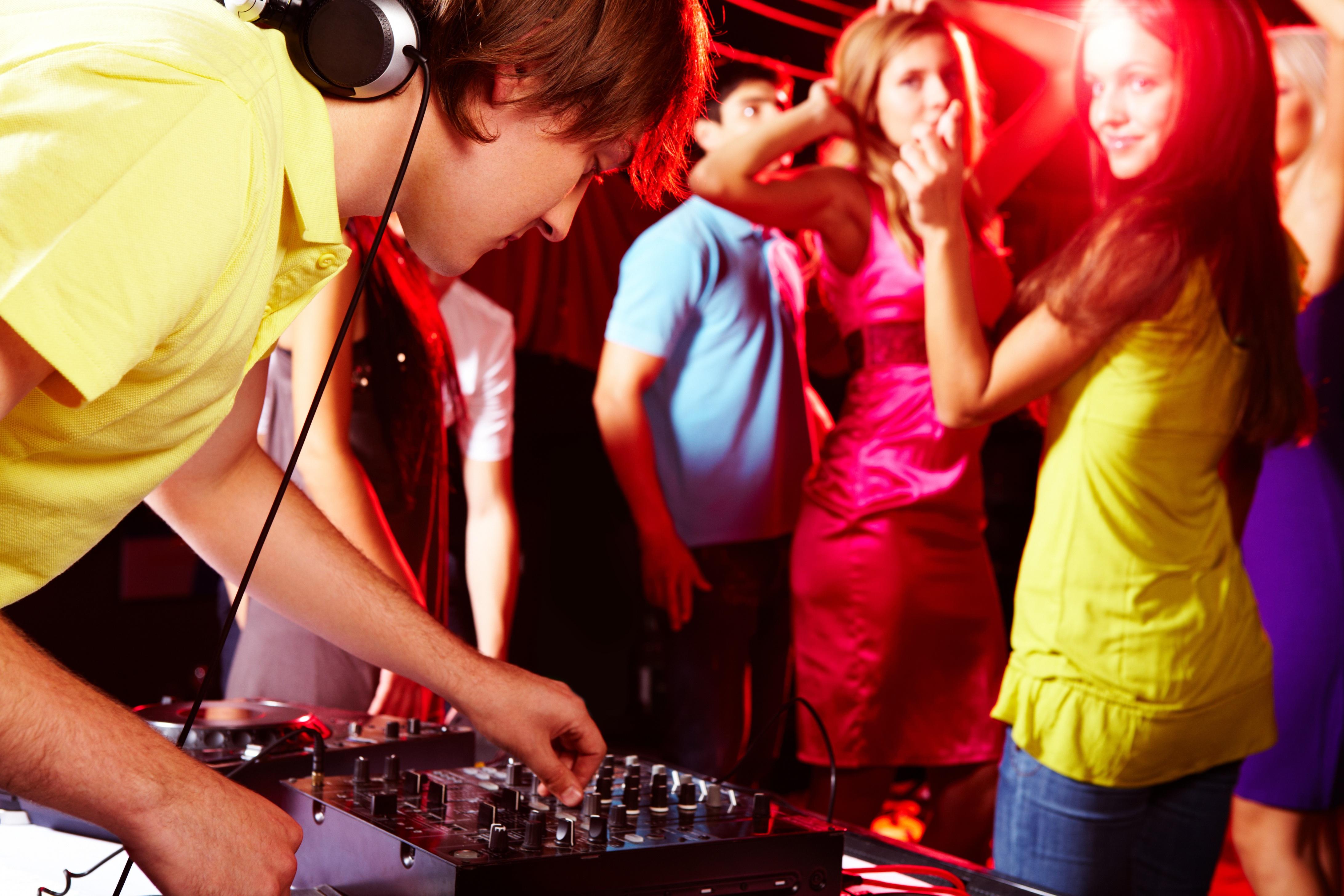 djparty_dancing_bookadj.ie